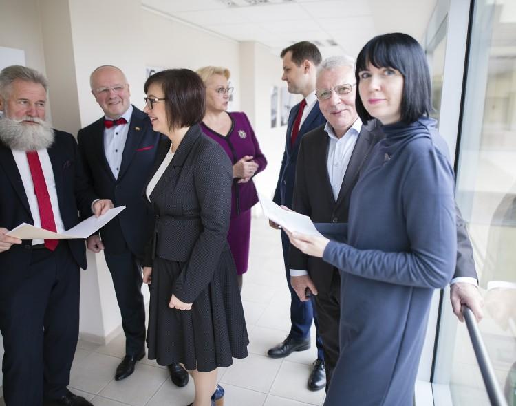 """Seimo narė D. Šakalienė: """"Lietuvoje skelbiami juodieji šeštadienis ir pirmadienis"""""""