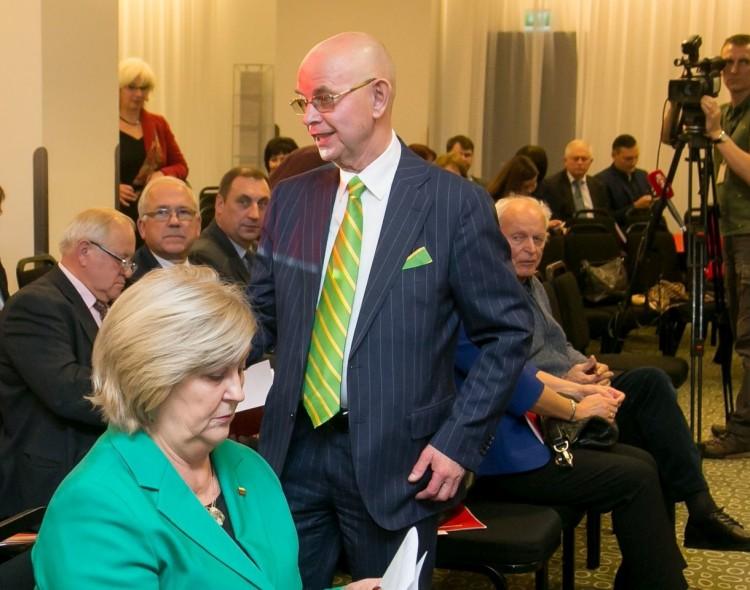 LSDP taryba pašalino iš partijos A. Vinkų, dar 8 nariai pasitraukė savo noru