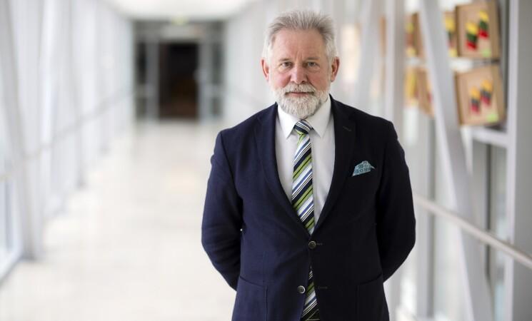 Algirdas Sysas siūlo mažinti darbdavių įmokas į fondus, kad nedidėtų išlaidos bankams