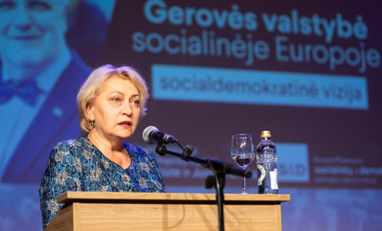 R. Budbergytė: ekonomika augo, o žmonėms - keli žaisliukai ant eglutės